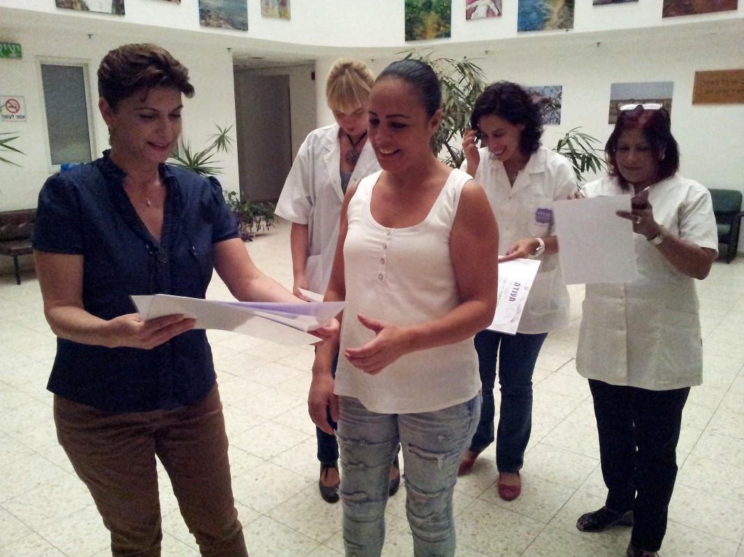 חלוקת תעודות סיום קורס איפור קבוע בבאר שבע Permanent makeup course in Beer Sheva
